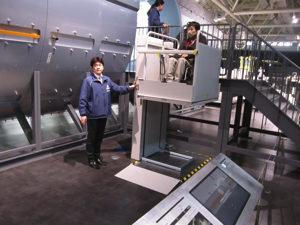 国際宇宙ステーション内部への昇降機