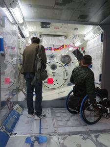 国際宇宙ステーション日本実験棟きぼうの実物大模型の内部