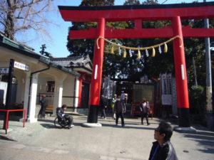 平和祈念館前の本殿への入口