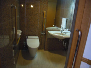 広いトイレ・洗面台