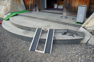 正面入口の階段