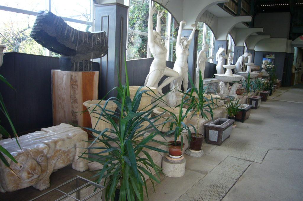 大理石の美術品の数々