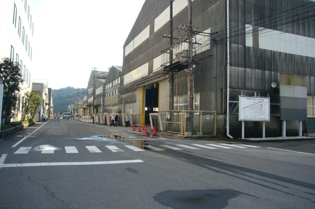 広大な工場敷地と工場建物