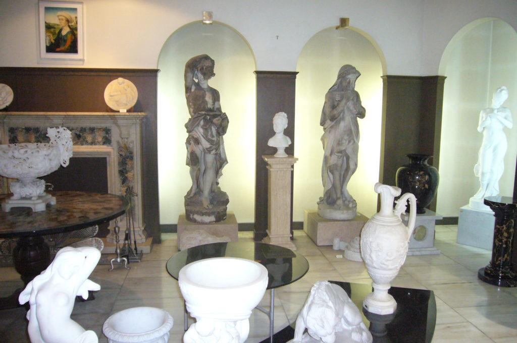 第1展示場の本彫刻の数々