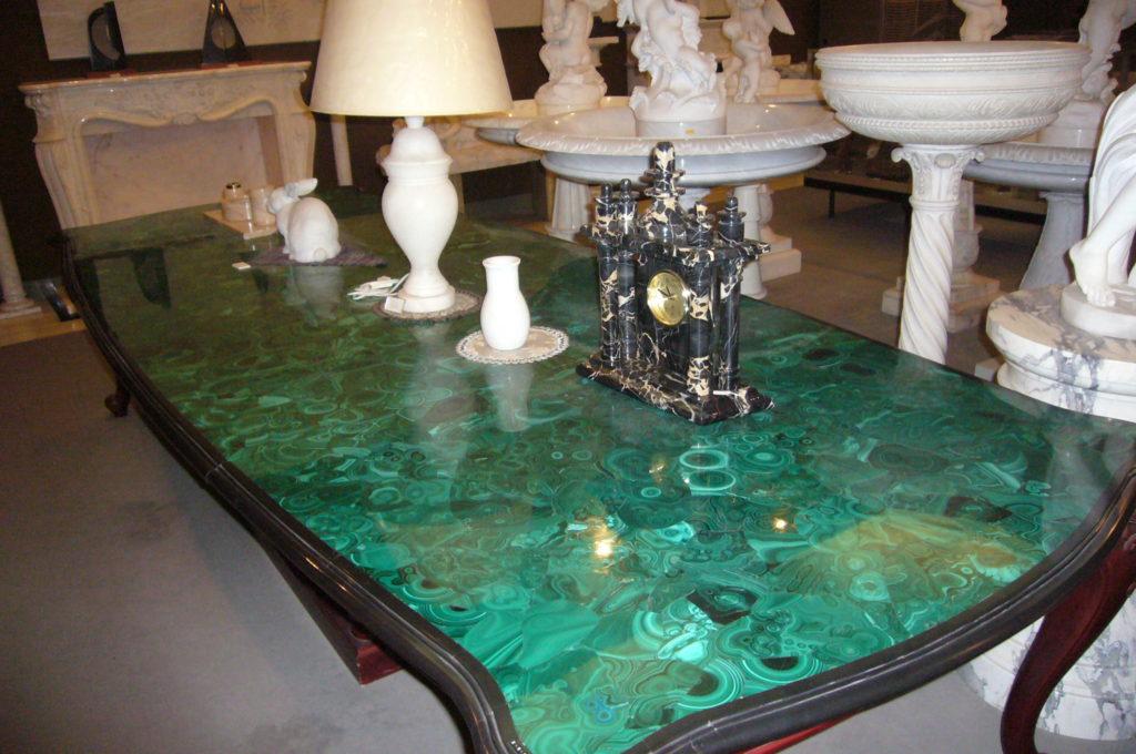 孔雀石の座卓