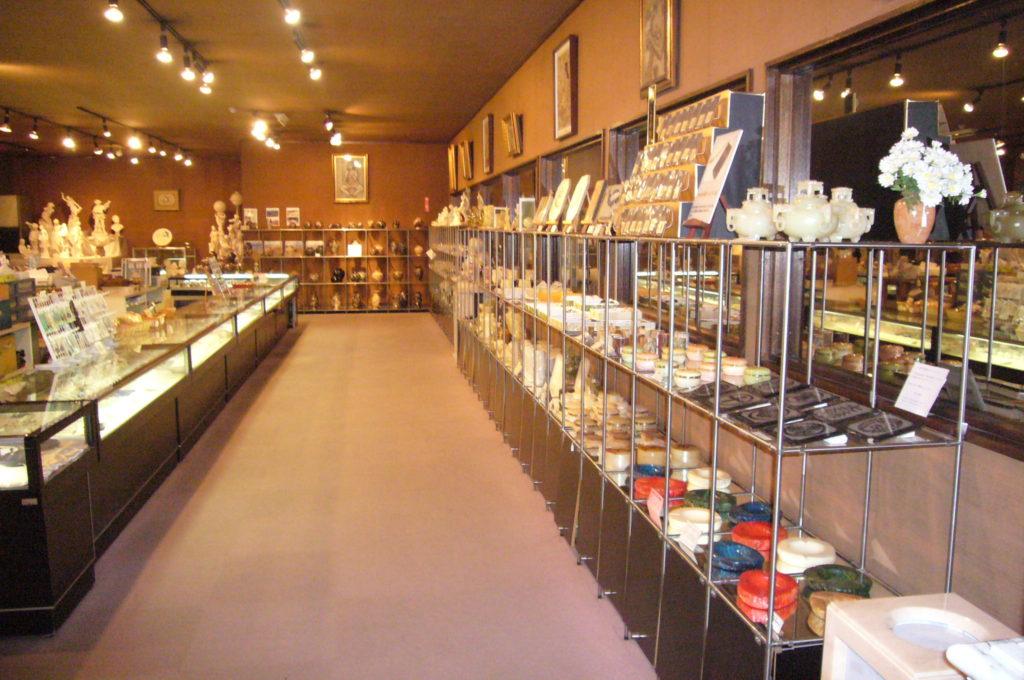 アクセサリーや小物の販売