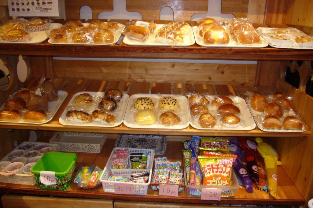 手作りの焼き立てパン