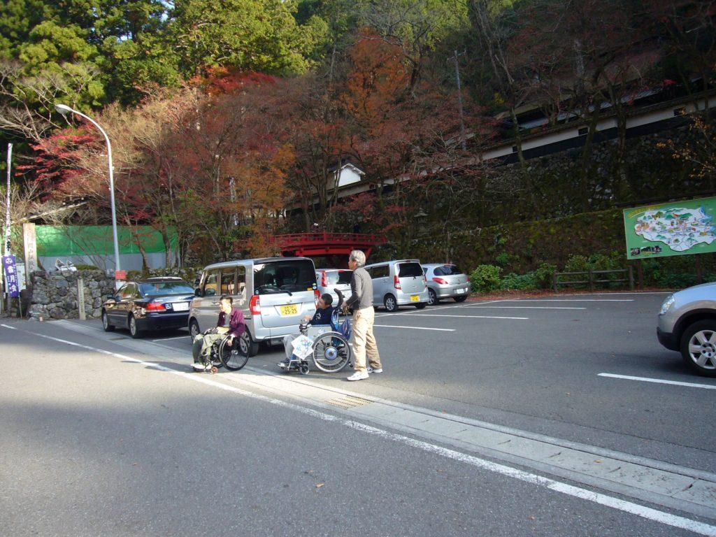 正門横の駐車場