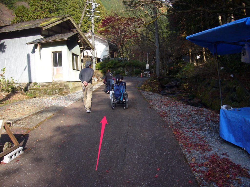 横蔵寺境内への迂回路