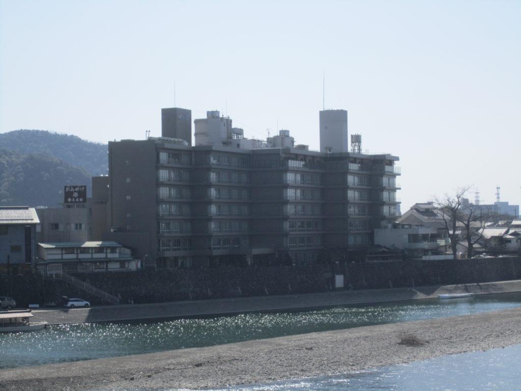 長良川河畔に佇む十八楼
