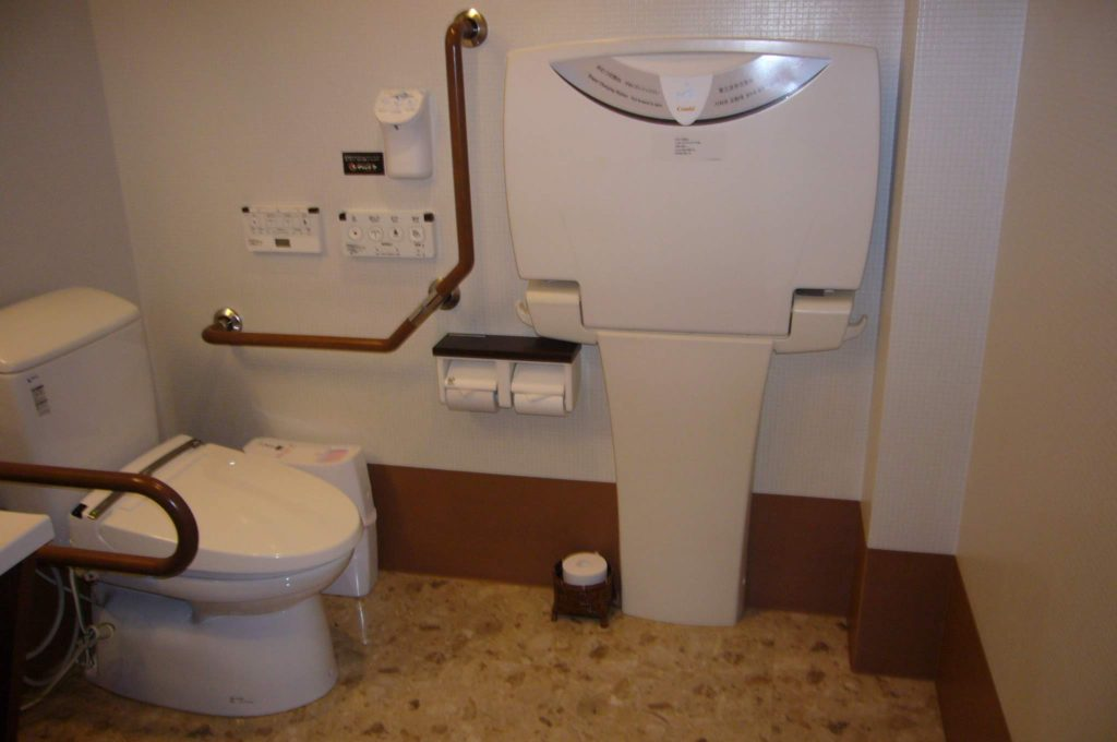車いすマークの多機能トイレの中