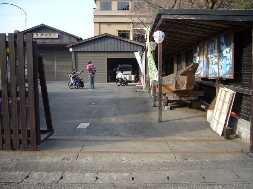鵜飼観覧船造船所の正面出入口