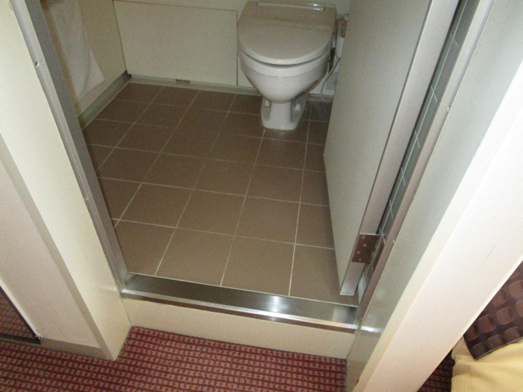 客室のトイレの入り口