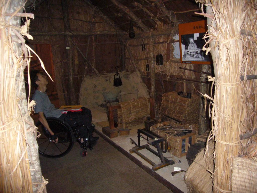 炭焼小屋の内部