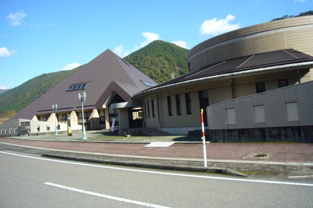 地下観察館と地震資料館