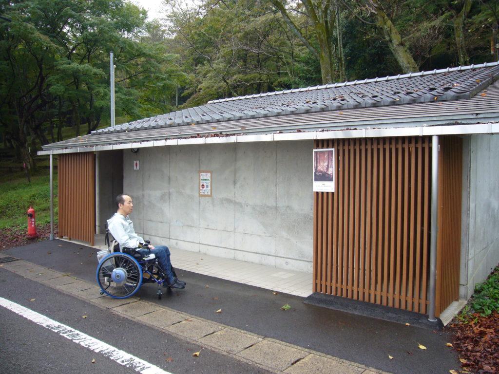 車いすマークの公衆トイレ