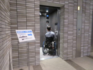 展望台へのエレベーターの写真